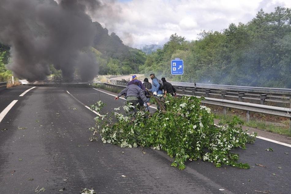 http://juralib.noblogs.org/files/2012/06/008.jpg