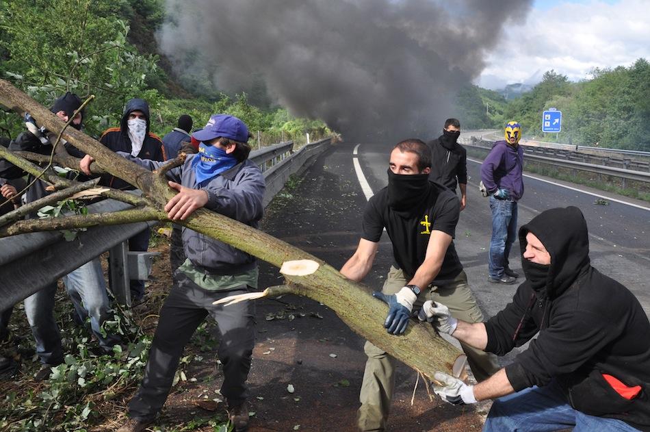 http://juralib.noblogs.org/files/2012/06/009.jpg