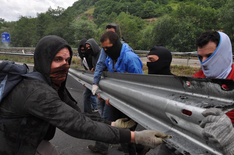 http://juralib.noblogs.org/files/2012/06/0111.jpg