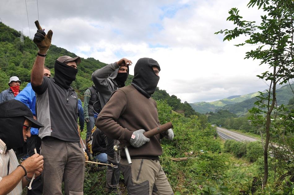 http://juralib.noblogs.org/files/2012/06/0131.jpg