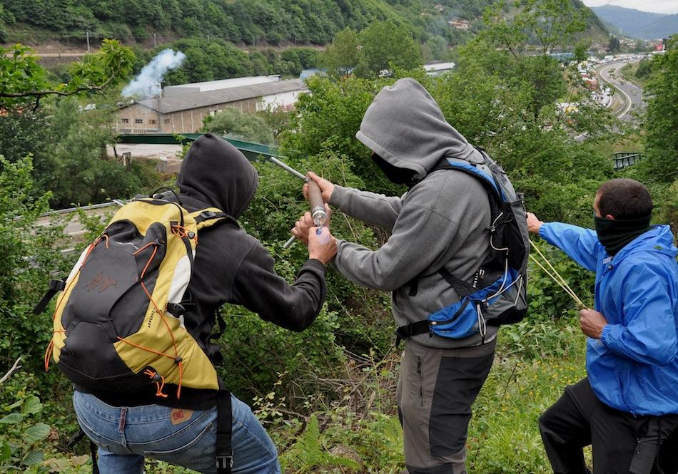 http://juralib.noblogs.org/files/2012/06/0141.jpg