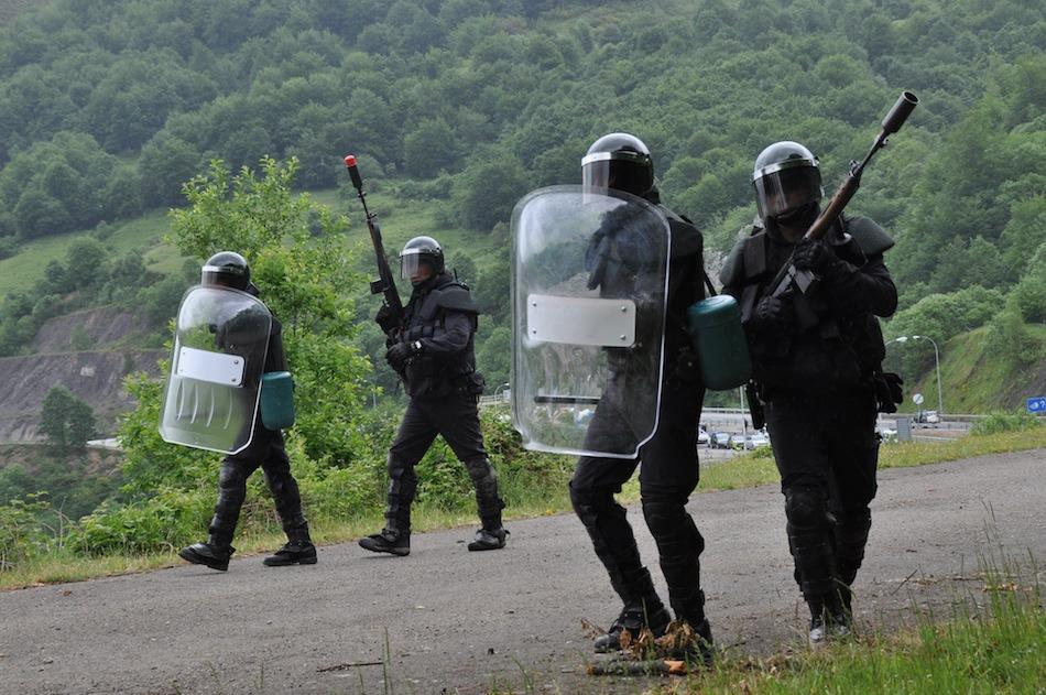 http://juralib.noblogs.org/files/2012/06/0221.jpg