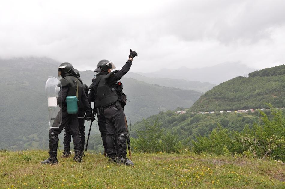 http://juralib.noblogs.org/files/2012/06/0231.jpg