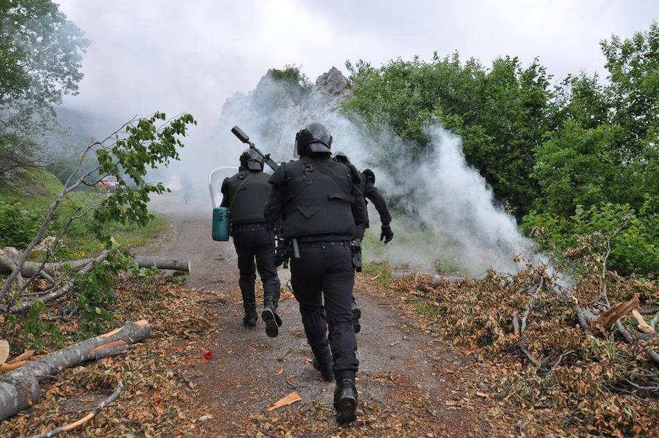 http://juralib.noblogs.org/files/2012/06/0241.jpg