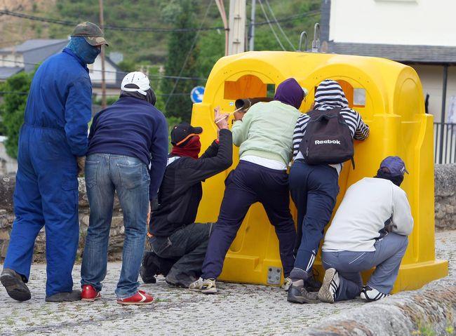 http://juralib.noblogs.org/files/2012/06/04.jpg