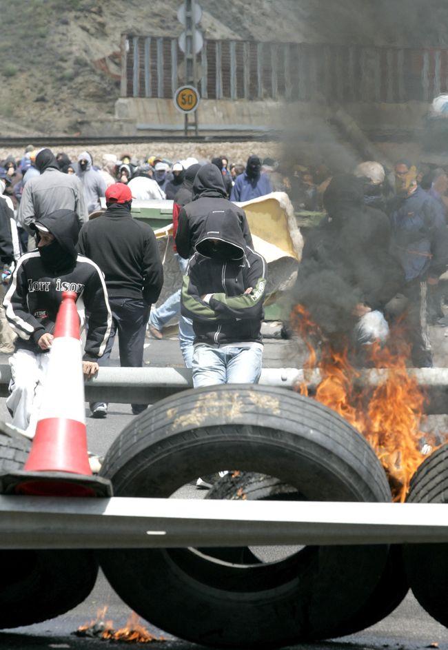 http://juralib.noblogs.org/files/2012/06/08.jpg
