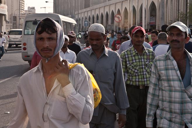 http://juralib.noblogs.org/files/2012/06/2011_qatar_migrantworkers.jpg