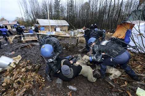 [Notre-Dame-des-Landes] Urgent : 500 gendarmes attaquent