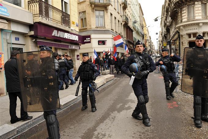 http://juralib.noblogs.org/files/2012/11/092.jpg