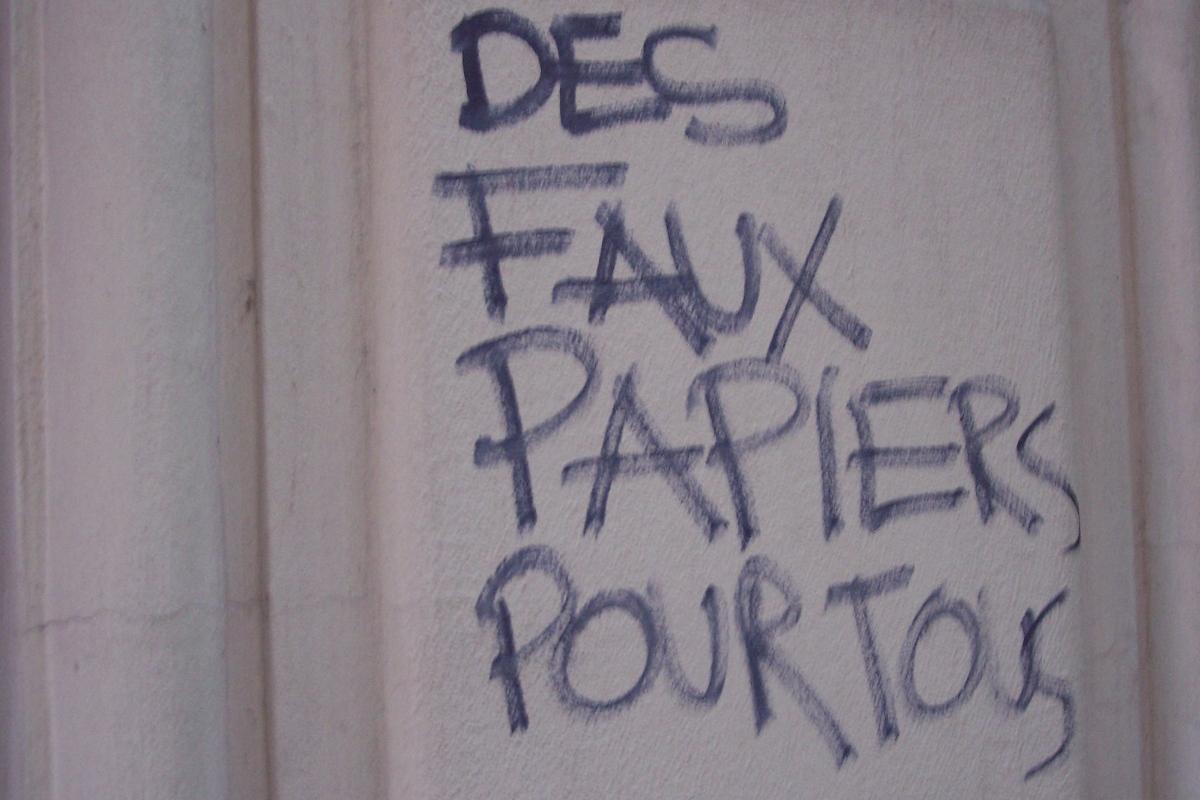 http://juralib.noblogs.org/files/2012/11/2012-06-16_Paris20_AvenueDuPereLachaise.jpg