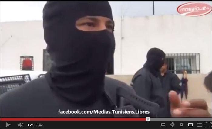 http://juralib.noblogs.org/files/2013/02/La-police-attaqu%C3%A9e-par-des-%C2%AB-salafistes-%C2%BB-cit%C3%A9-Ennour-banlieue-de-Tunis.jpg