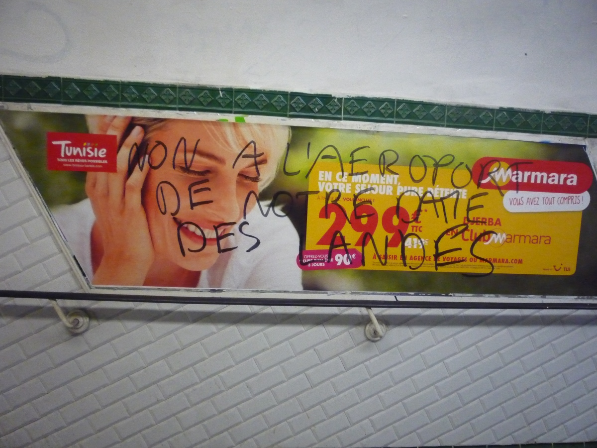 http://juralib.noblogs.org/files/2013/03/2012-11_Montreuil_nddl_MetroRobespierre-h.jpg