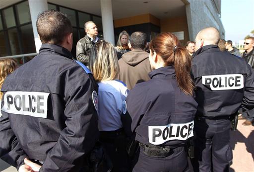 http://juralib.noblogs.org/files/2013/05/0216.jpg